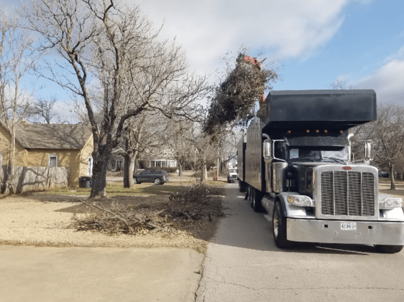 Tandem Grapple Truck working in Chickasha